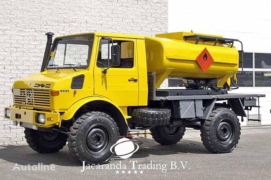 MERCEDES-BENZ UNIMOG 1300 camión de combustible